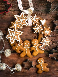 This festive gingerbread wreath is the perfect edible Christmas gift. The gingerbread dough is easy to make, requires no chilling and you can have fun and use your creativity to decorate the cookies. Give it a go today!