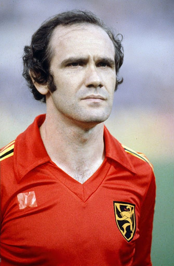 49577535a63 1980, Wilfried Van Moer, Belgium   Legendary teams and players of world  football - Belgium football players, International football en Football