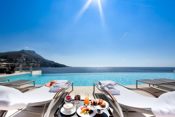 L'heure du petit déjeuner au Cap Estel ☕ Installez-vous  ;)  It's breakfast time at the Cap Estel ☕ Just relax and enjoy it ;)