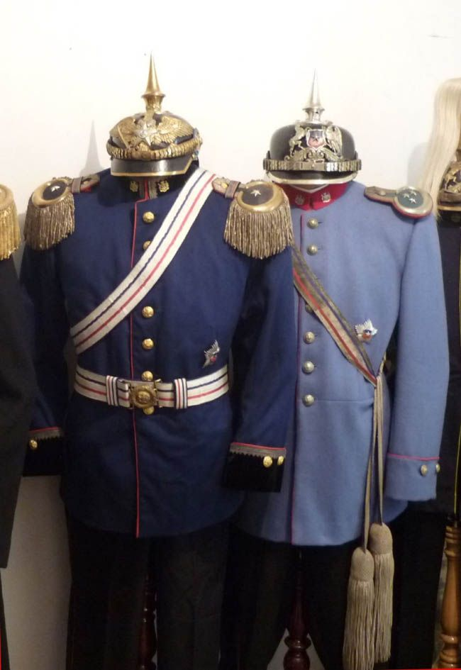 Colonel J's - Articles -Latin American left: Uniform of a Major from the Chilean Army, with square visor helmet and the helmet plate, prior to 1905. Right: Cavalry Captain, from the Military Academy- round visor, with a helmet plate, post-1905 (with silver metal).Coll. Raúl Yáñez M.