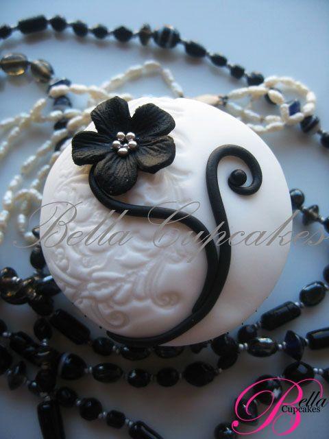 http://www.bellacupcakes.co.nz/images/full/Weddings/cupcakes/whiteswirl.jpg