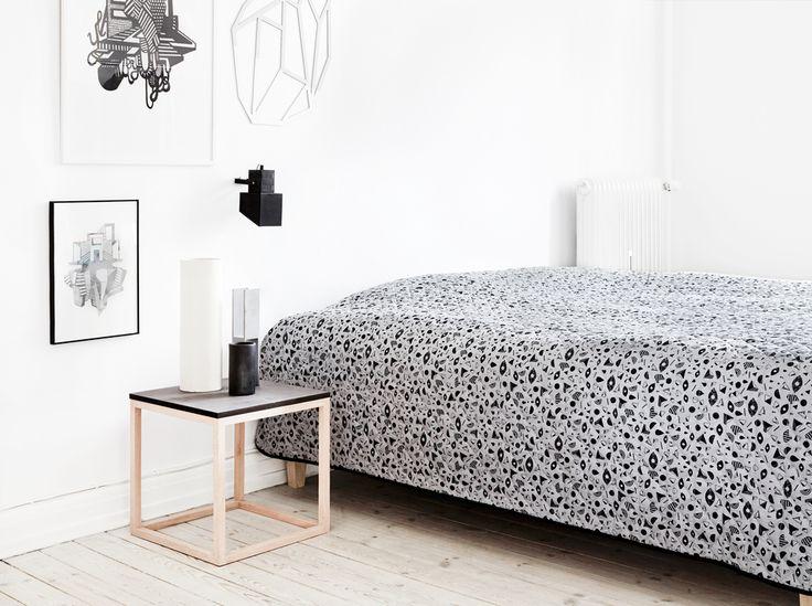 Kristina Dam - Grafisk sengetæppe - Tinga Tango Designbutik