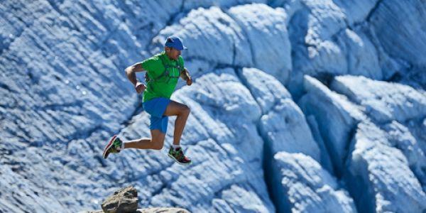 Swiss Iron Trail mit Bernhard Hug :  Einen Kilometer nach dem anderen entlang kleiner Bergpfade und über himmelhohe Pässe. Doppelte, dreifache Marathon-Distanzen, tausende Höhenmeter. Der Thuner Bernhard Hug vollbringt Leistungen, die nur für Extremsportler vorstellbar sind. Nach einer erfolgreichen Karriere im Triathlon als Teil der Schweizer Nationalmannschaft misst sich der 41-Jährige seit nunmehr 12 Jahren in Adventure Wettkämpfen und Ultratrails.