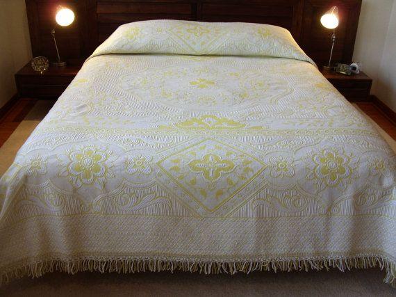 damask coverlet vintage cotton fringe border floral pattern double full bed spread ivory white yellow boho coverlet bedroom decor