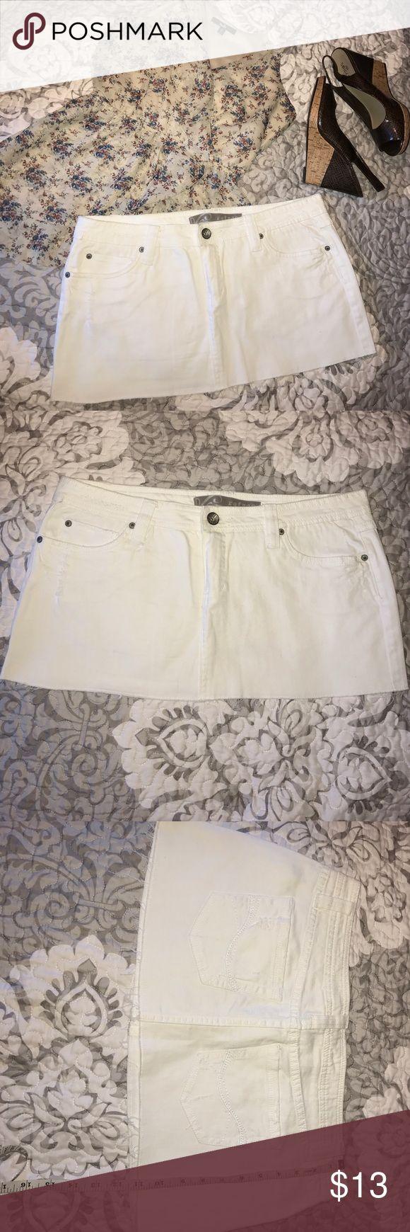 White Jean mini skirt White jean mini skirt with distressed detail on back pocket and frayed hem. 98%cotton 2%spandex Refuge Skirts Mini