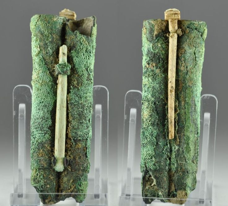 Kohl tube Greek Holy Land bronze double kohl tube, 1st millennium B.C. With remains of 2 attached ivory applicators and trace of cloth wrapping, 8.7 cm high. Private collection