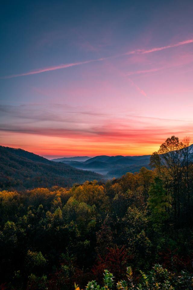 A Breathtaking Monday Sunrise In The Smoky Mountains Sunrise Photography Beautiful Sunrise Smoky Mountains Photography