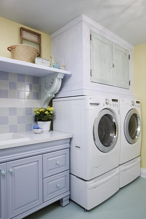 My future laundry room. I like the use of a rubber floor. sarah richardson sarah 101 laundry room blue yellow