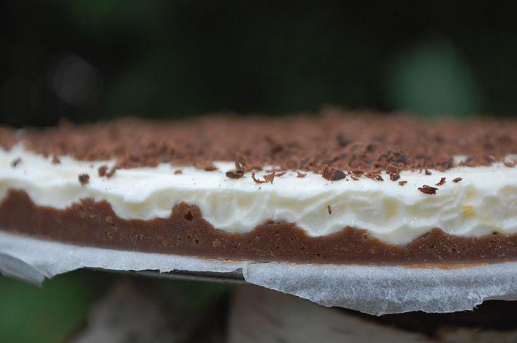 Csokoládés sajttorta sütés nélkül sütemény recept képpel, pontos hozzávalókkal és elkészítési leírással. Kipróbált Összes, Sütés nélkül recept, biztos siker.