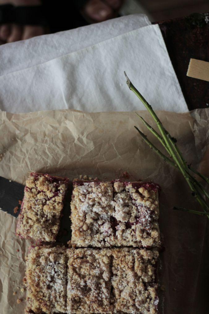 summer's first rhubarb crumble pie