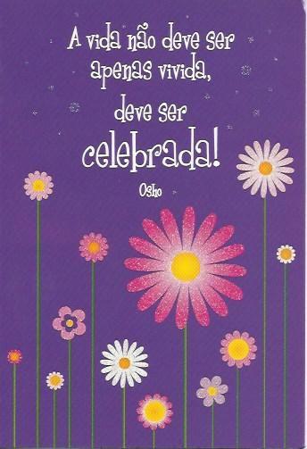 A vida não deve ser apenas vivida, deve ser celebrada! Postal com purpurinas e tradução Inglêsa no verso.