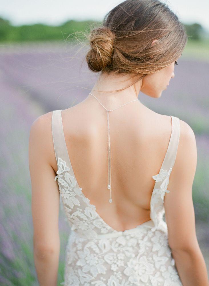 collier de mariée argent avec perles en cristal et pendentifs de dos