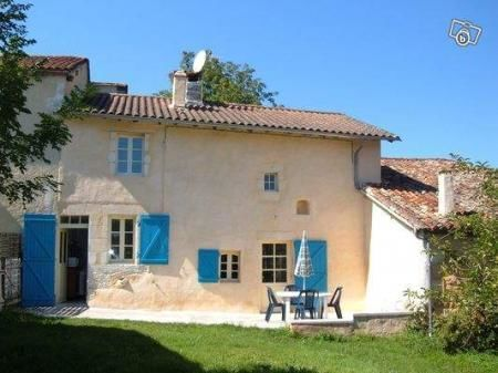 Holiday rental to let in Ribérac, France : Traditional 4-Room House in Dordogne (Close to Charente and Gironde)