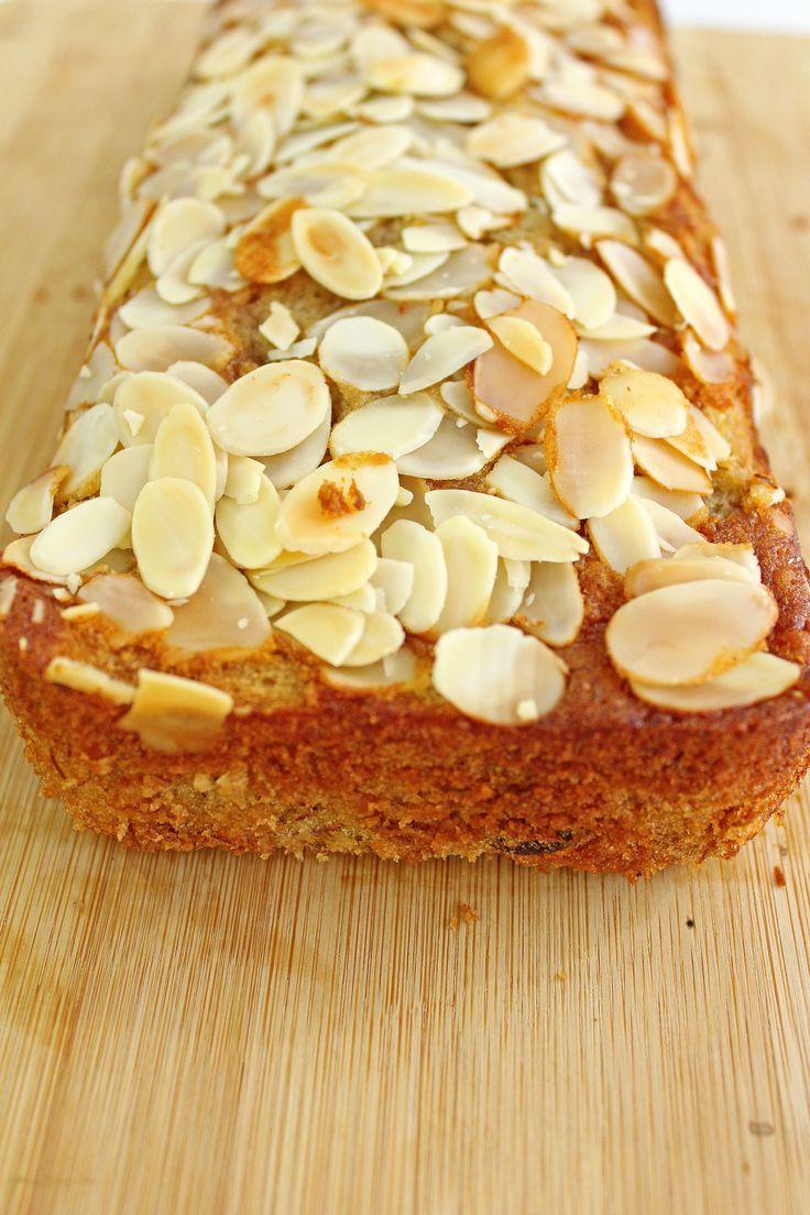 American Banana Almond Bread | http://maya-kitchenette.com/american-banana-almond-bread/