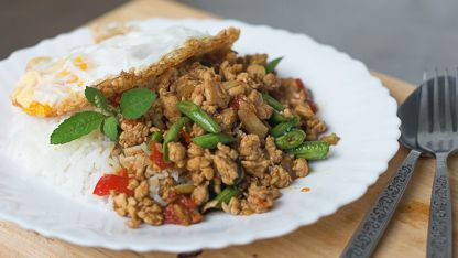 Authentic Thai recipes with step-by-step video tutorials by Pailin of Hot Thai Kitchen