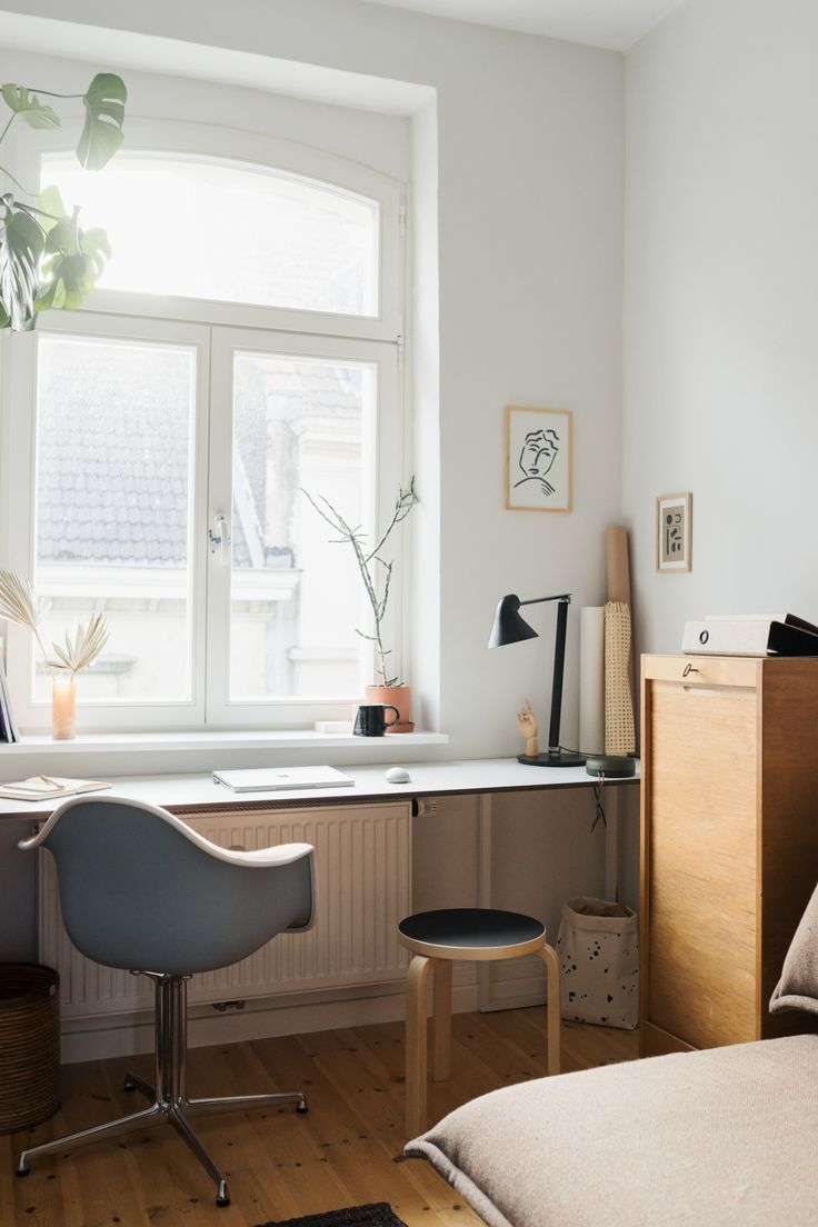 From the study to the multifunctional room – a space-saving DIY desk