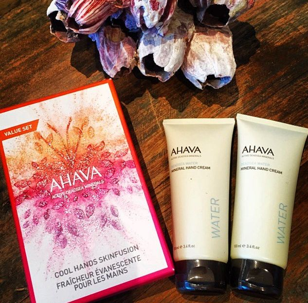 Winter can wreak havoc on your hands… moisturise, moisturise, moisturise! With two tubes of mineral hand cream in this great @ahava pack you can keep one in your bag and one on your desk for smooth, soft, beautiful hands. #ahava #winterhands #skincare #absoluteskinau #happyhands #beauty