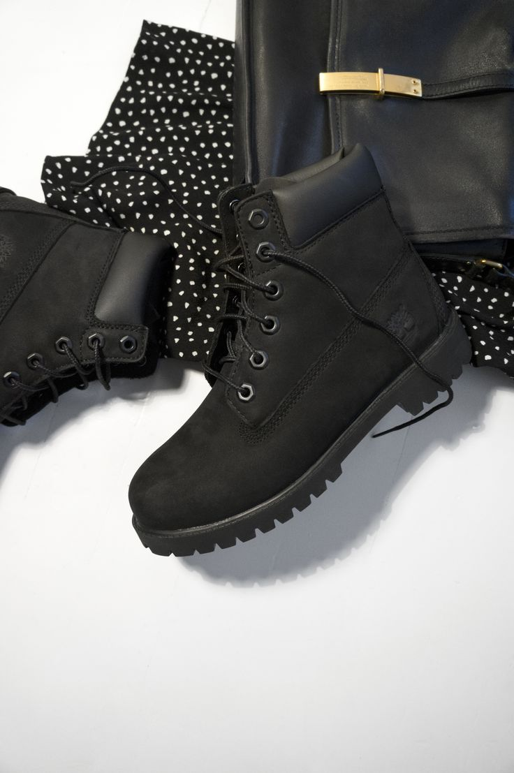 Black Timberlands//