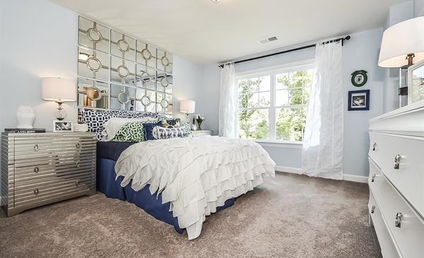 Love the mirror headboard | Home Ideas | Pinterest
