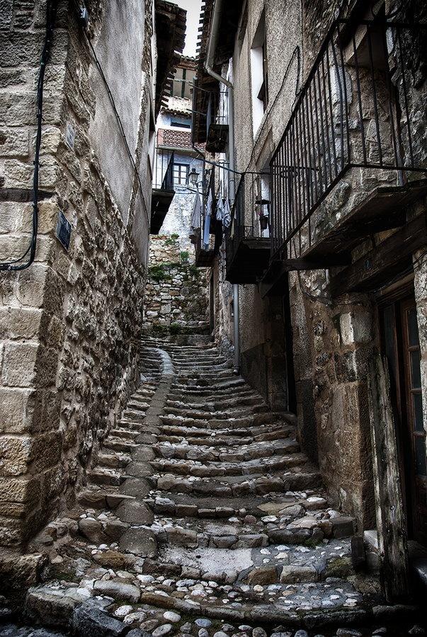Cobbled stairs in valderrobres teruel spain paisajes - Lugares con encanto madrid ...