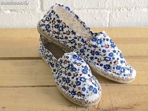 a1522106de8 Alpargatas de esparto para bodas flores blanco y azul | Alpargatas ...