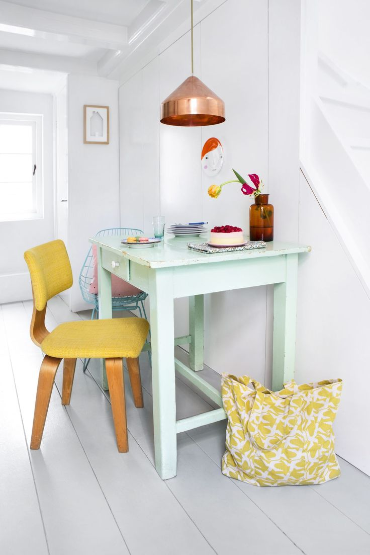 New trend painted chairs with dipped or raw legs jelanie - Hjemme Hos Merel Og Ruben I Amsterdam