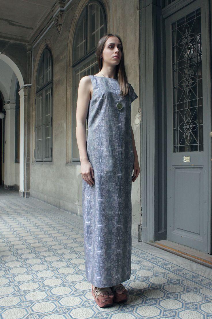 Assimetric dress, organic pattern