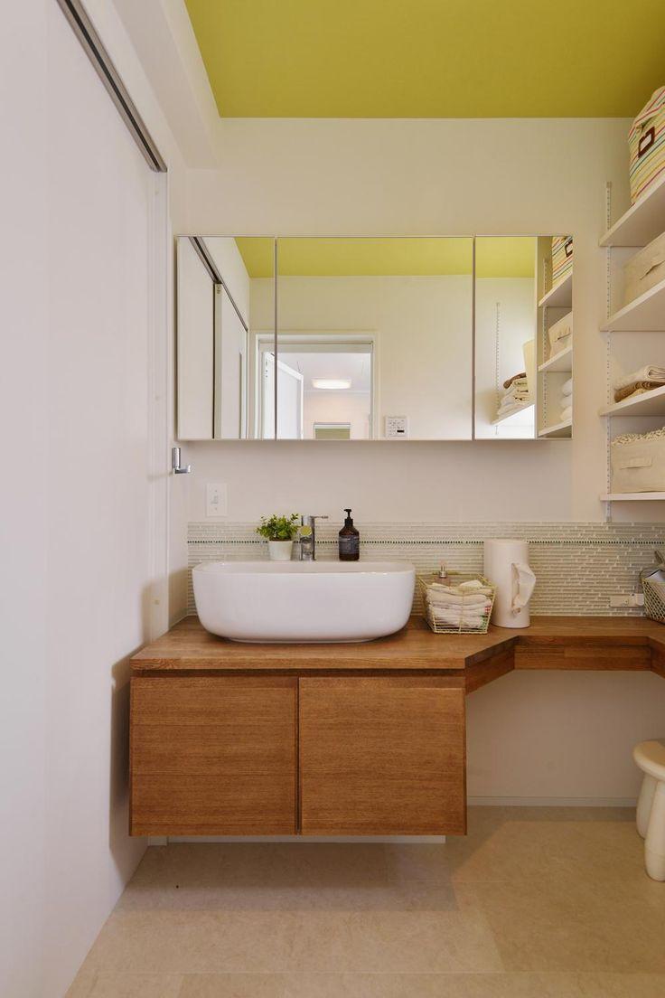 専門家:スタイル工房が手掛けた、天井がビタミンカラーの洗面室(F邸・家族の笑顔が生まれる、明るく暖かな2階リビング)の詳細ページ。新築戸建、リフォーム、リノベーションの事例多数、SUVACO(スバコ)