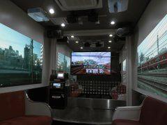 JOYSOUND品川港南口店に京急電鉄の車内を再現した京急電鉄ルームが登場したらしいぞ 運転席からの展望映像と一緒に運転士の喚呼や車掌のアナウンスのテロップをマイクで読み上げることで本格的な乗務員気分が味わえるんだって これは鉄道好きには堪らないね 予約して仲間と行ってみよう  #JOYSOUND #京急電鉄 #カラオケ tags[東京都]