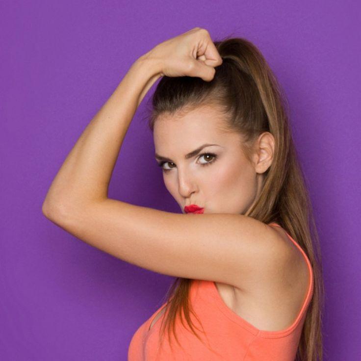 Es ist Zeit für ein effektives Armtraining ohne Gewichte! Wir zeigen dir, wie es geht. (Mit Trainingsplan zum Ausdrucken)