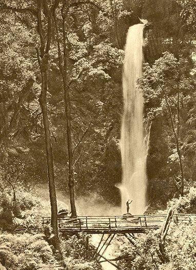 Waterval van de Tjibeureum, Tjimahi, West Java (1961)
