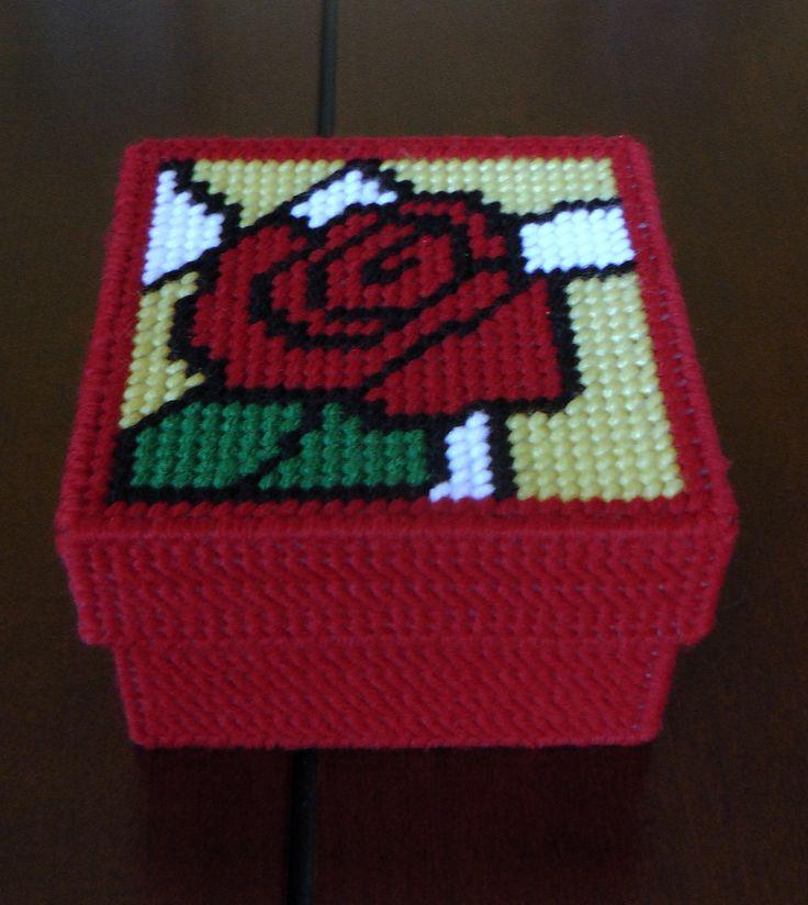 Caja con rosa roja. Visitame tambien en: www.facebook.com/ManualidadesKarelia