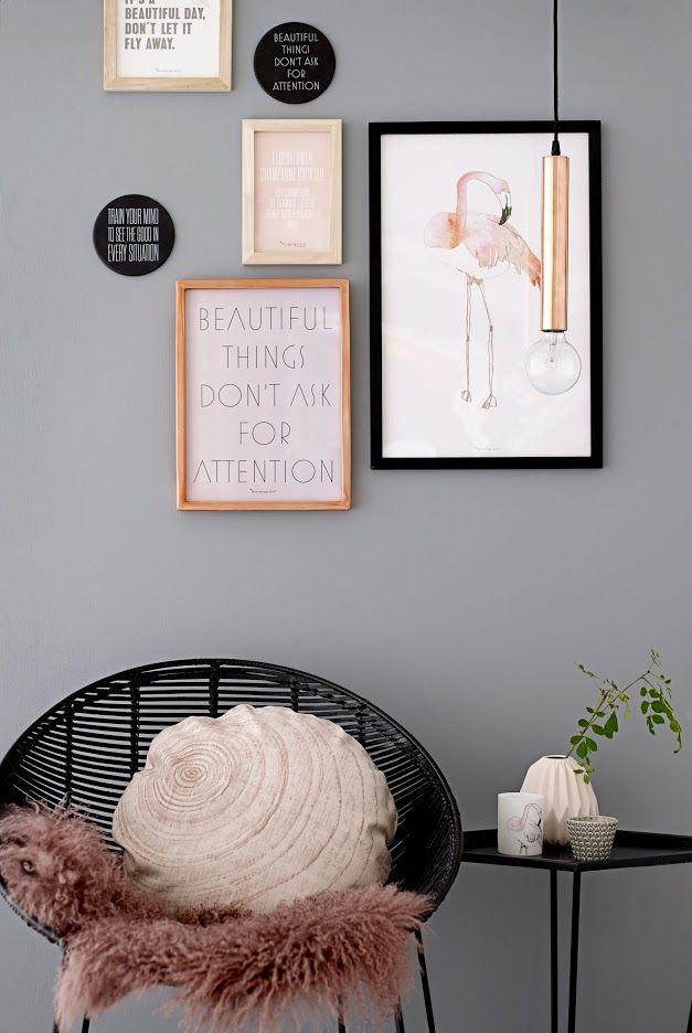 | Stoel met vacht en kussen en aan de muur posters als muurdecoratie | chair with plaid and pillow and posters as wall decoration | Bloomingville