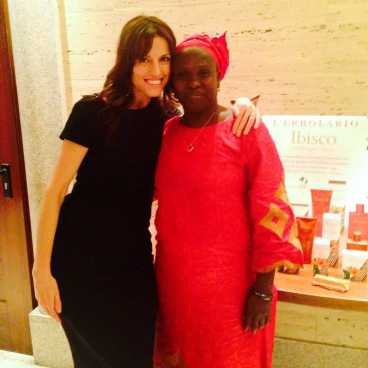 Rama, una grande donna che lotta ogni giorno per l'emancipazione femminile in Senegal. Grazie a lei, a Green Cross e all'Erbolario, le donne cominciano ad avere voce anche laggiù. Dolcezza e determinazione: un connubio perfetto per arrivare lontano...Grazie Rama!  http://www.juicypr.it/
