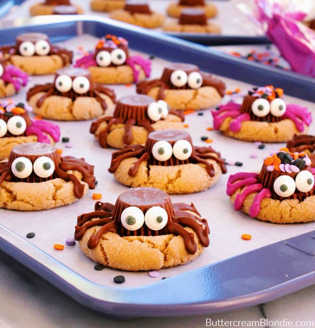 Spooky Spider Peanut Butter Cookies - Classic peanut butter cookies get a whole new look for Halloween! These definitely more cute than spooky spiders are a treat everyone is sure to love! | ButtercreamBlondie.com