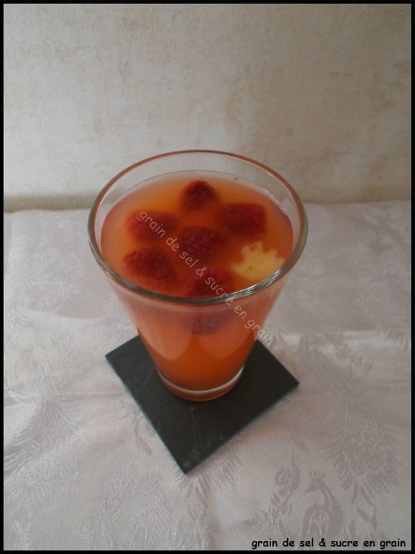 Boisson à l'orange et au sirop de fraise