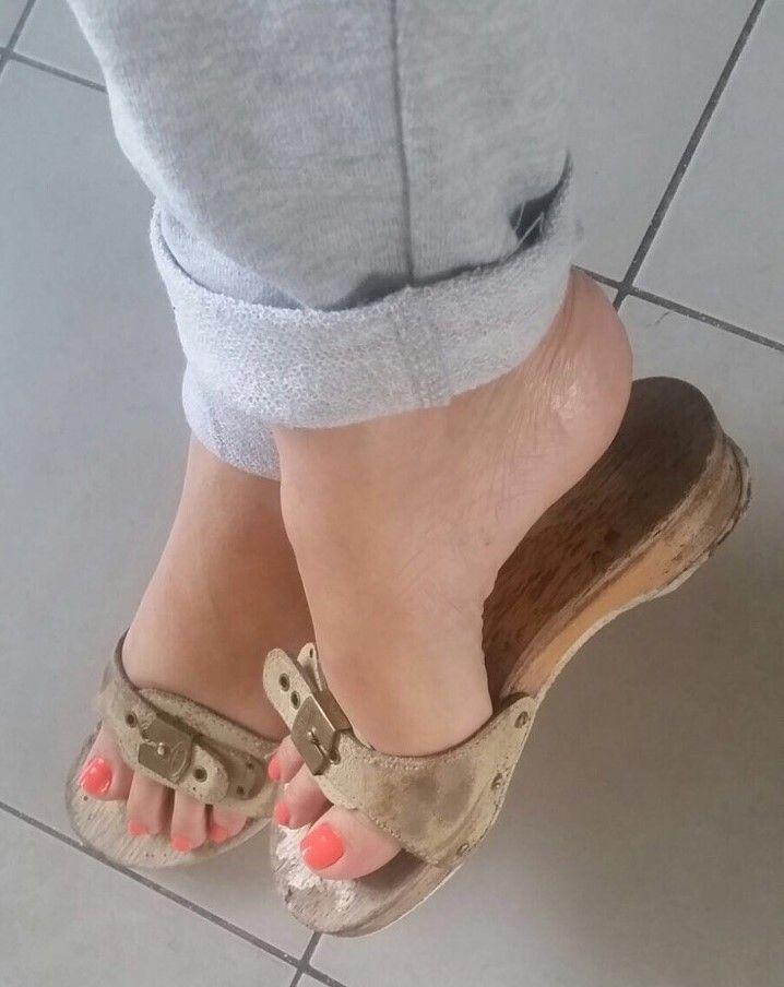 5e185b2216403e Image result for vintage dr scholl's sandals white | Bare ...