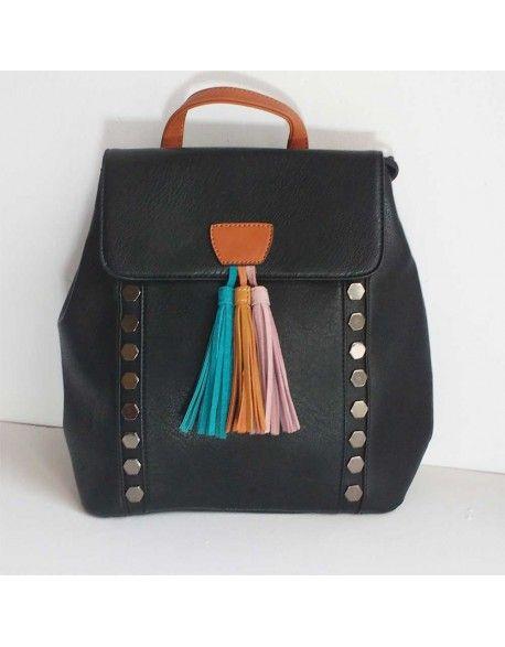 Mochila negra con detalles en diferentes colores. Una mochila elegante y perfecta para tus looks.