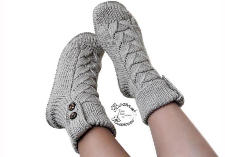 Носки сапожки связаны спицами. Носки можно сделать на любой подошве, в том числе и уличной.