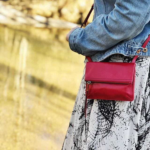The Glade crossbody is killer. Love the geranium color, the perfect pop for every outfit. And look at those pockets! This bag fits all the necessities and is perfect for travel or sporting events.