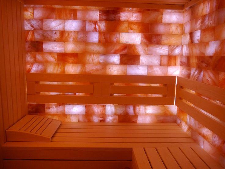 "Sauna IBEK SaltRelax, de uz privat, temperaturi moderate: 60-65 *Celsius. Dimesniuni 1700x2500 mm: interior pereti si mobilare sauna din plop alb finlandez, perete din sare portocalie ""Himalaya"". în Villefranche-sur-Mer, Provence-Alpes-Cote d'Azur, Franța. www.saune.ro"
