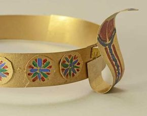 Make your own Ancient Egyptian circlet / crown / diadem with this easy tutorial for kids.
