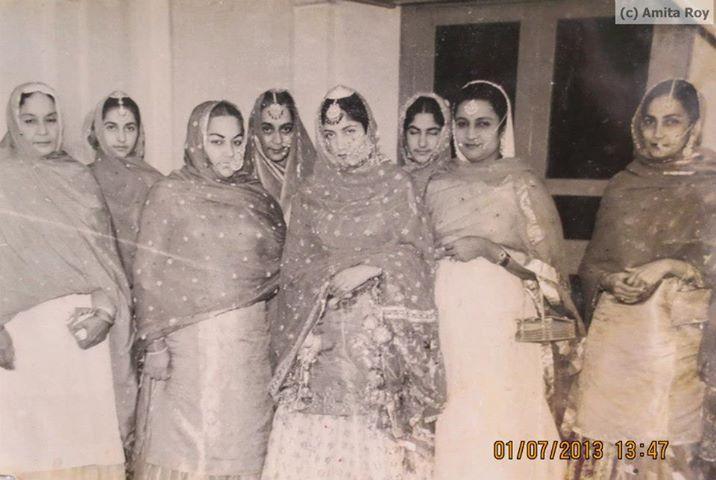 Faridkot - Burdwan wedding, 1959 - Princess Deepinder Kaur ( center ) at the day of her wedding to the then Maharajakumar Saday Chand Mahtab of Burdwan, later known as Maharaja of Burdwan. Seen with the ladies of Faridkot royal family . Courtesy - Dr. P.C. Mahtab. - <3 Rhea Khan