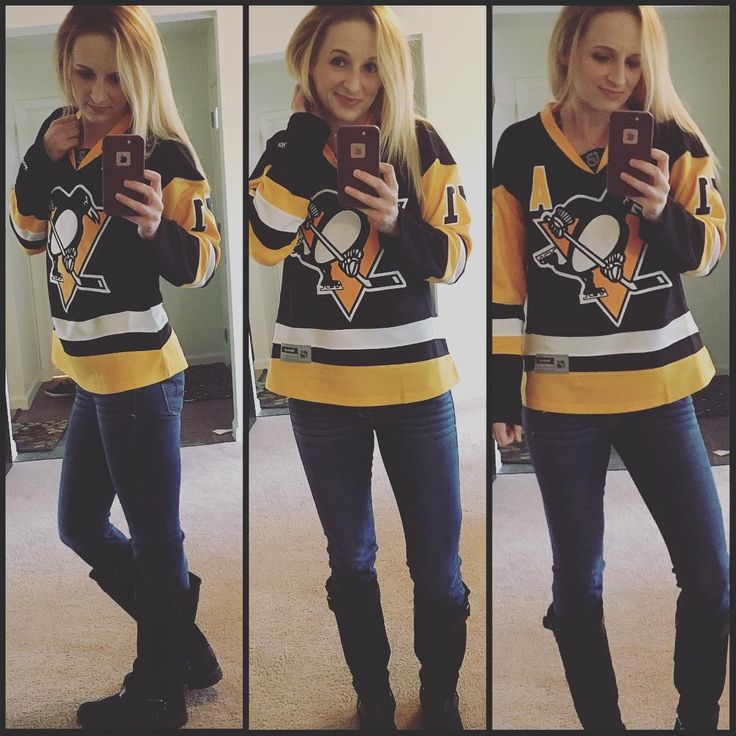 Ahhhhh!! Im so excited! Pittsburgh Penguins hockey starts tonight! And they're raising the Stanley Cup Championship banner tonight at PPG Paints Arena! 🙌🏻 I've got Geno for first goal! Lol Who else is watching with me? And Let's Go Pens! 🙌🏻
