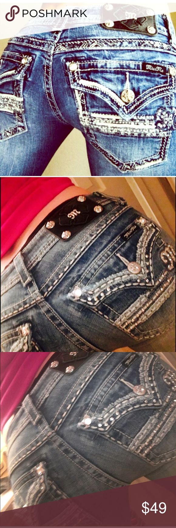 ❤️ SOOO SEXY Miss me Bling booty jeans size 28 💋 ❤️ SOOO SEXY Miss me Bling booty jeans size 28 💋. Makes the rear end look awesome. Some fraying at bottom. You will love the way you look in these!!! Retail $169 Miss Me Jeans Boot Cut