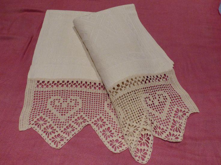 bordo all'uncinetto su asciugamano in lino