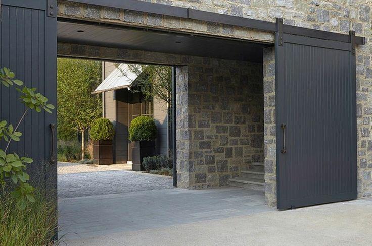 L'entrée principale de la maison de charme rustique