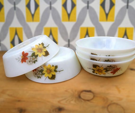 Autumn Glory pyrex bowls . Set of five 5 JAJ Pyrex cereal