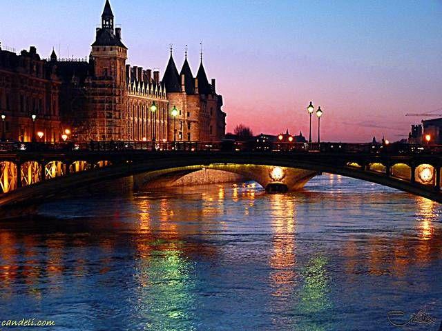 La città più romantica del mondo? Parigi fascino e tradizione tutti sognano un weekend romantico.Che aspettate weekend a partire da 190 con hotel+volo http://www.iviaggididabi.net/last_minute.html #viaggi #capitali #Europa #Parigi