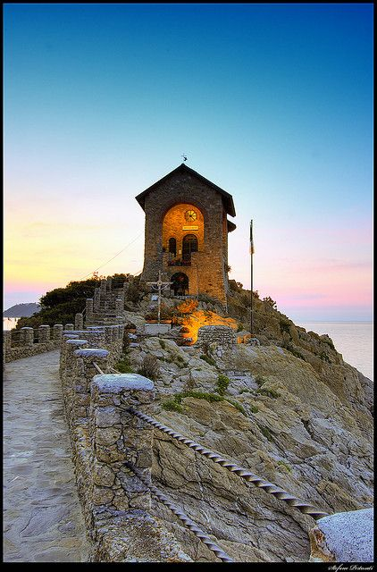 This < Cappelletta > protects sailors and fishermen. It's located by Alassio harbour, facing Mediterranean sea. Cappelletta means < Little chapel >
